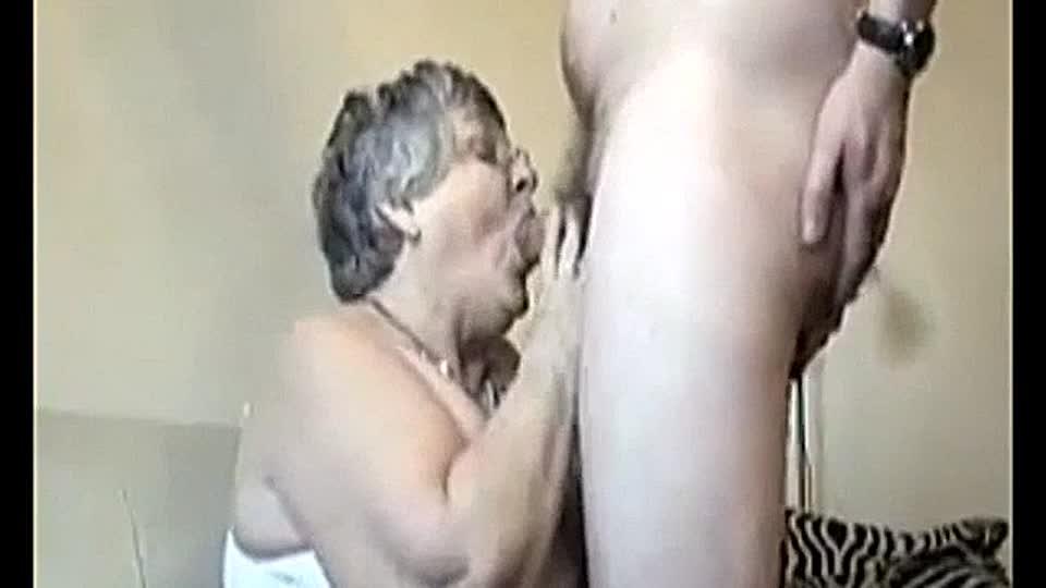 Titten Oma Blowjob Große Große Titten