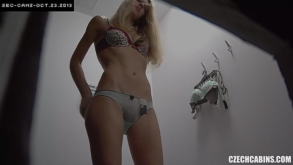 teen girl in umkleide nackt