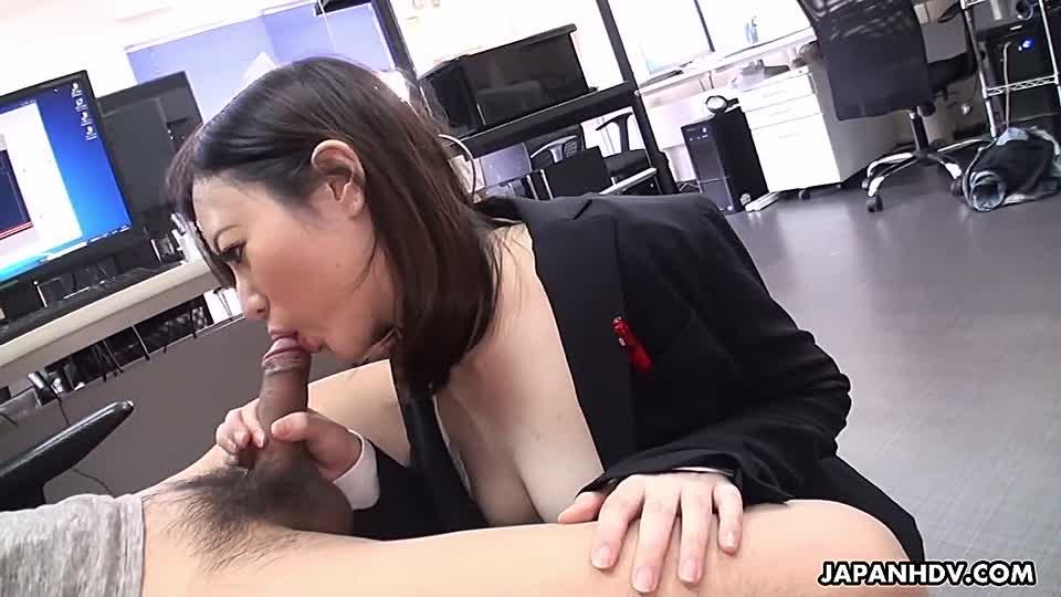 Schwanz lutschen asiatische Sekretärin
